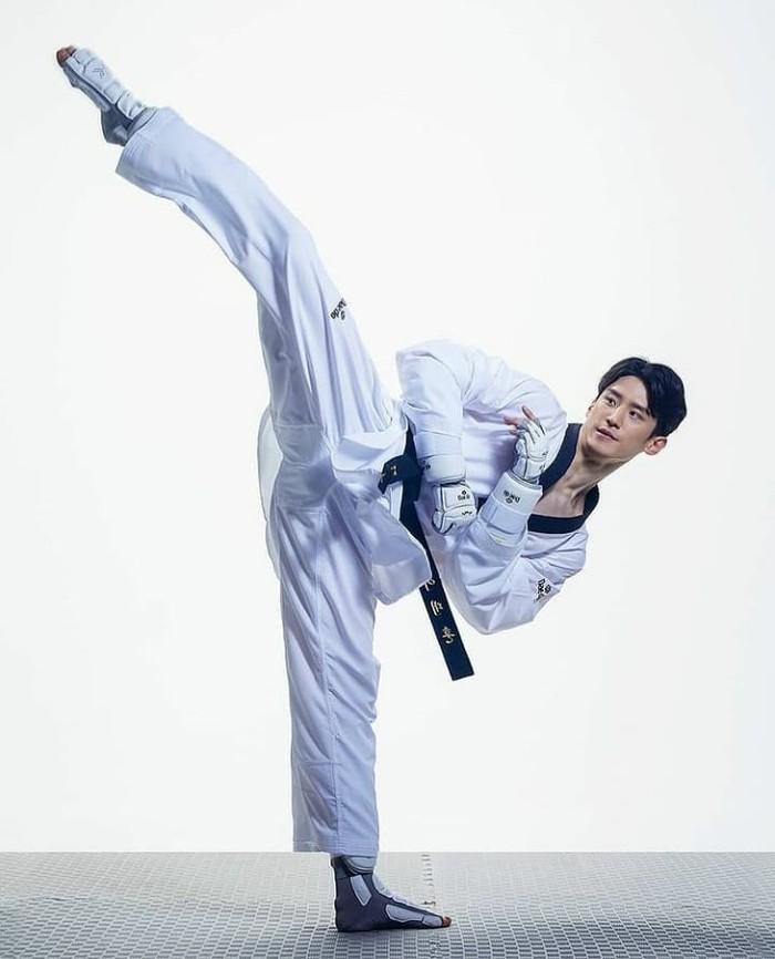 Atlet Korea Selatan Lee Dae Hoon merupakan atlet taekwondo berusia 29 tahun. Dengan tinggi 183 cm, ia dikenal memiliki jangkauan yang panjang dalam menyerang lawan. Atlet tampan ini juga ternyata sudah berkeluarga, lho! / Foto: Instagram/leedaehoon4