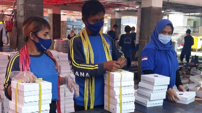 CT ARSA Foundation bersama Kemensos RI menyalurkan donasi 80 ribu paket makanan bergizi untuk tenaga kesehatan dan masyarakat terdampak pandemi.