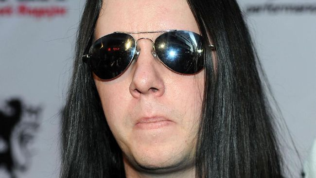 Mantan drummer sekaligus salah satu pendiri band Slipknot, Joey Jordison, meninggal dunia di usia 46 tahun.