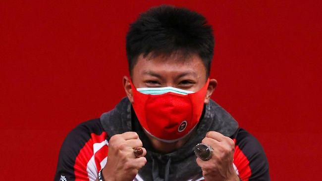 Rahmat Erwin Abdullah merupakan bintang baru angkat besi Indonesia yang sukses meraih medali perunggu Olimpiade Tokyo 2020.