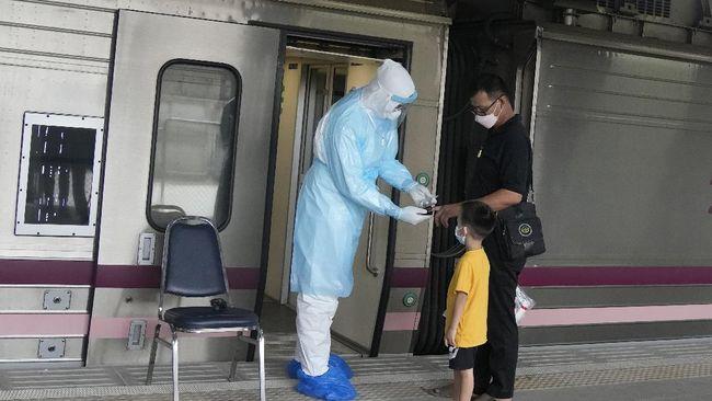 Thailand memperpanjang pembatasan kegiatan masyarakat akibat lonjakan infeksi Covid-19 hingga akhir Agustus.
