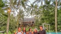 <p>Selain itu, Tipi Jabrik juga mempunyai bisnis penginapan di Pulau Dewata, Bunda. (Foto: Instagram @lunamaya)</p>