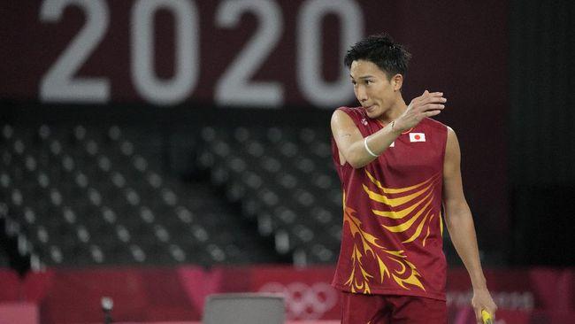 Kento Momota yang merupakan unggulan pertama sekaligus andalan tuan rumah Jepang di tunggal putra badminton tersingkir dari Olimpiade Tokyo 2020.
