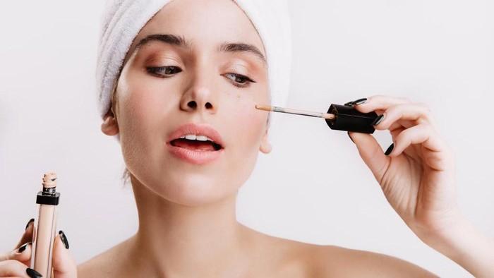 Ssttt... Rahasia Makeup Flawess untuk Kulit Berminyak, Coba Gunakan 4 Primer Ini Sebelum Makeup