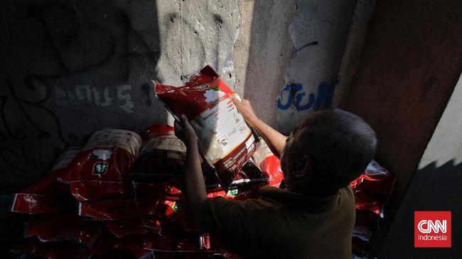 Kementerian Sosial menegaskan dana bantuan sosial (bansos) kepada masyarakat tidak boleh dipotong untuk alasan apapun dan oleh siapapun.