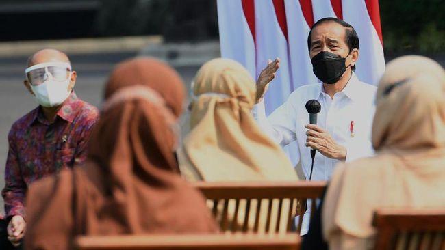 Presiden Jokowi memastikan memberikan dan mempercepat penyaluran bansos di tengah perpanjangan PPKM hingga 9 Agustus di beberapa kabupaten/kota.