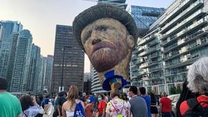 FOTO: Usai Lockdown di Kanada, Van Gogh Raksasa Menyapa