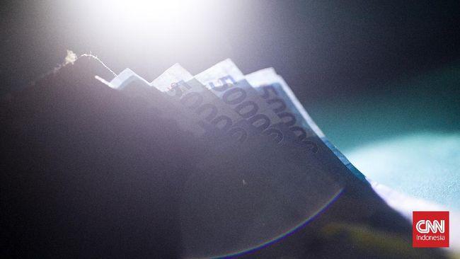 Seorang mantan teller Bank di Bagan Besar Dumai, Riau diduga membobol uang nasabah senilai RP1,2 miliar.