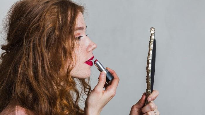 Terbukti, 92% Perempuan Jadi Lebih Percaya Diri karena Lipstik