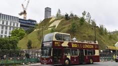 FOTO: Bukit 'Teletubbies' yang Muncul di London