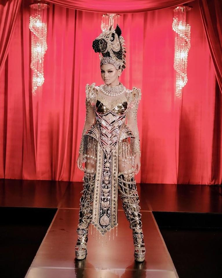 Jihane Almira Putri Indonesia Pariwisata akan mewakili Indonesia di Miss Supranational 2021. Yuk intip pesona Jihan diberbagai busana!