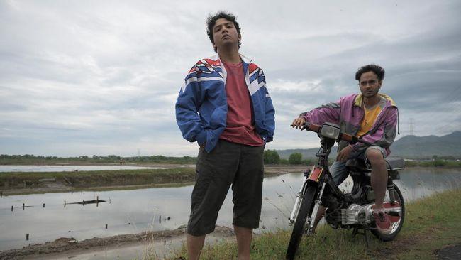 Garis besar cerita film Seperti Dendam Rindu Harus Dibayar Tuntas terlihat dalam trailer perdana yang dirilis Kamis (5/8).