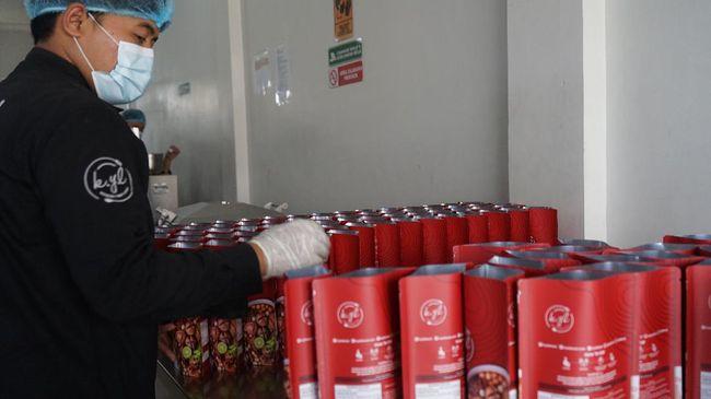 Sejak 2017, Galih Ruslan, mengolah jajanan khas Jawa Barat secara instan dengan nama produk Kylafood dan lalu dipasarkan di Shopee.