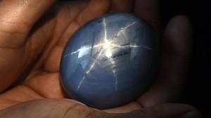 Fakta Batu Safir Terbesar Dunia yang Ditemukan di Sri Lanka