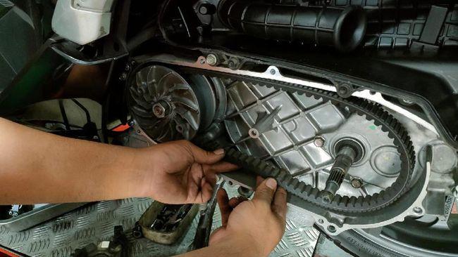 Geber-geber singkat motor matic saat posisi mesin idle atau ketika motor berhenti berisiko merusak v-belt.