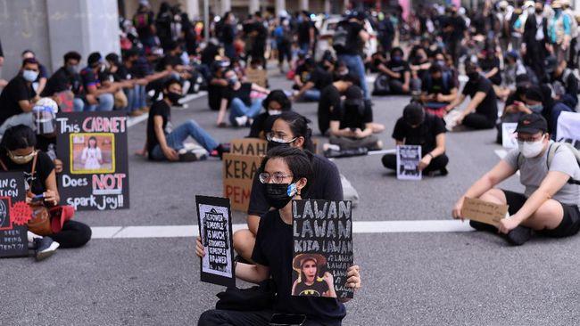 Ratusan warga Malaysia menggelar demonstrasi besar pertama di negara tersebut sejak merebaknya virus SarS-CoV-2.