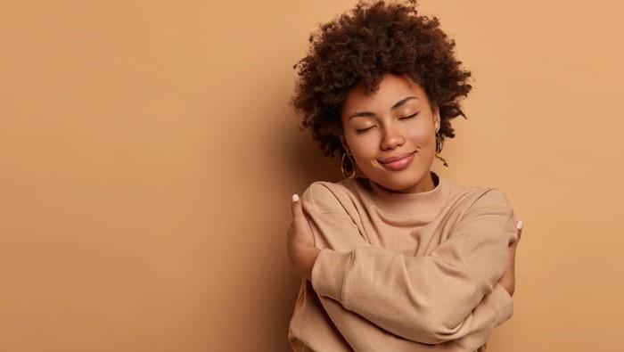 Beda dengan Egois, Kenali 5 Keuntungan Mencintai Diri Sendiri