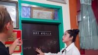 <p>Rumah dari penyanyi yang bernama lengkap Raden Rara Nike Ratnadilla Kusnadi itu diisi dengan berbagai benda peninggalannya. (Foto: YouTube Dewi Perssik)</p>