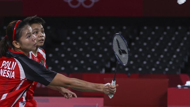 Servis Greysia Polii yang sering dianggap titik lemah justru sumbang banyak poin di gim 1 semifinal Olimpiade Tokyo 2020.