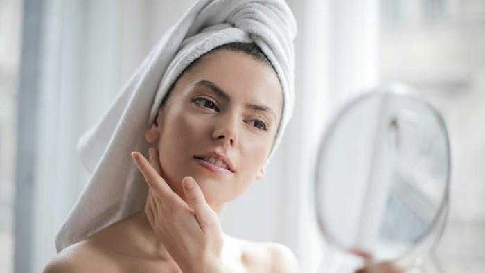Perlu Diperhatikan, 5 Kandungan Skincare Ini Ternyata Cuma Bikin Kulit Makin Rusak!