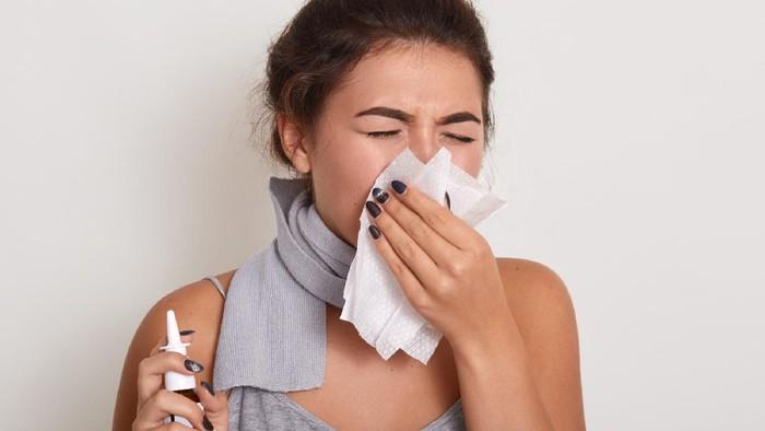 3 Manfaat Cuci Hidung dengan Larutan NaCl, Beneran Bisa Menyembuhkan Covid-19 Nggak Sih?