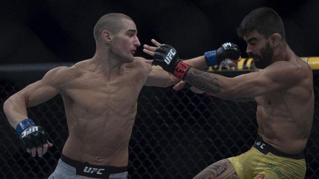 Sean Strickland menang angka atas Uriah Hall dalam duel utama UFC Fight Night di UFC Apex, Las Vegas, Minggu (1/8).