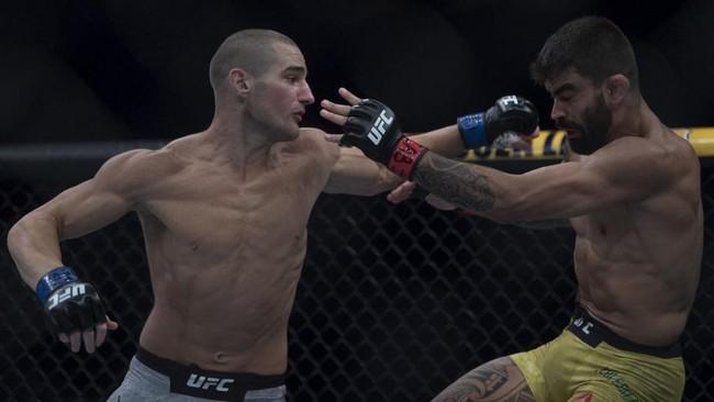 Strickland Menang Angka Atas Hall di UFC Fight Night