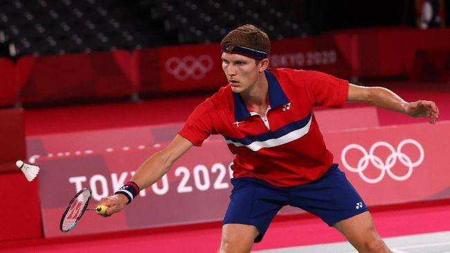 Viktor Axelsen lolos ke final badminton tunggal putra Olimpiade Tokyo 2020 usai menang 21-18, 21-11 atas Kevin Cordon di babak semifinal, Minggu (1/8).