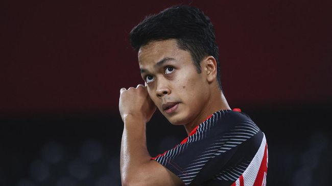 Anthony Sinisuka Ginting gagal ke final tunggal putra badminton Olimpiade Tokyo 2020 usai kalah 16-21, 11-21 dari Chen Long pada semifinal, Minggu (1/8).