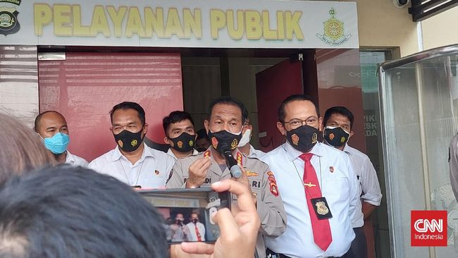 Polda Sumsel menyurati Bank Indonesia untuk bisa menyelidiki rekening giro anak Akidi Tio, Heriyanty. Penyelidikan polisi saat ini terkendala UU Perbankan.