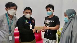 Risma Beri Bantuan ke Pesepada Korban Tabrak Lari di Makassar