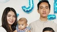 <p>Cucu ketiga orang nomor satu di Indonesia ini punya kemiripan dengan sang kakak, Jan Ethes. Litah saja mata mereka yang sama-sama bulat dan berbinar. Gemas sekali ya, Bunda! (Foto: Instagram @janethes.galeri)</p>