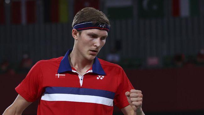 Pebulutangkis Denmark, Viktor Axelsen berhasil meraih medali emas tunggal putra Olimpiade Tokyo 2020 usai mengalahkan Cheng Long.