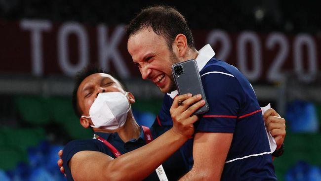 Saat ini terdapat 12 pelatih badminton Indonesia yang menangani sembilan negara berbeda di dunia. Berikut daftar pelatih badminton Indonesia di Luar Negeri.