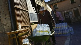 FOTO: Dikepung Air Beracun di Pedesaan Spanyol