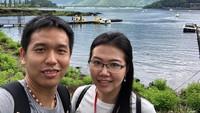 <p>Hendra dan Sansan juga hobi <em>traveling</em>. Mereka tak pernah absen mengabadikan potret ketika sedang melancong. (Foto: Instagram @hendrasansan)</p>