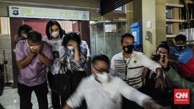 Selain polemik sumbangan Rp2 triliun di Polda Sumsel, Anak Akidi Tio, Heryanty Tio diduga juga terlibat kasus di Polda Metro Jaya.