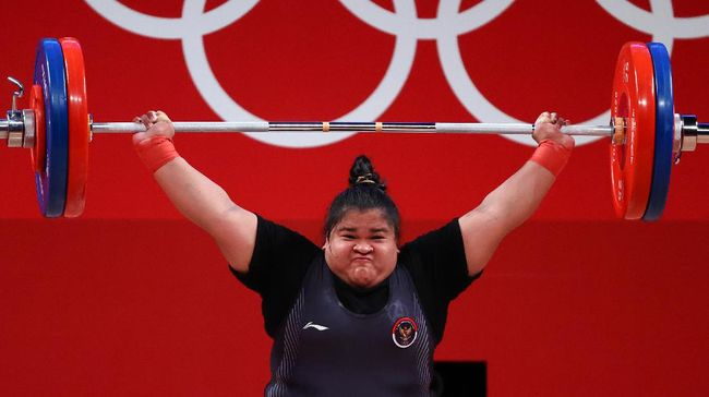 Lifter Indonesia Nurul Akmal banjir pujian setelah finis di posisi lima besar di kelas +87 kilogram putri Olimpiade Tokyo 2020, Senin (2/8).