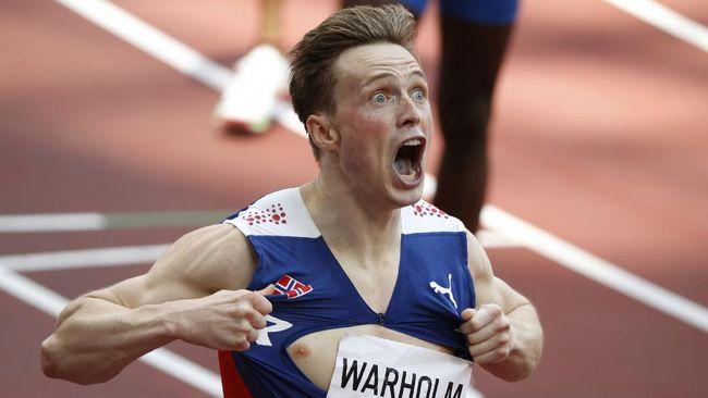 Atlet lari gawang Norwegia Karsten Warholm berhasil memecahkan rekor dunia dan rekor olimpiade lari gawang 400m putra di Olimpiade Tokyo 2020.