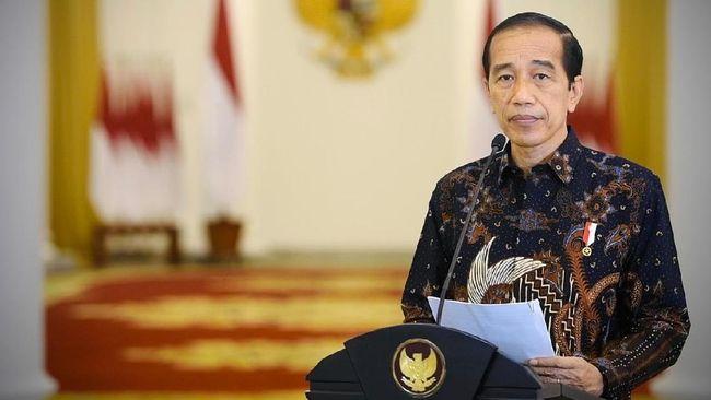 Jokowi mengatakan sudah menegur Kapolri terkait tindakan reaktif polisi yang menghapus mural berisi kritik dan memburu pelakunya.