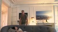 <p>Rumah tersebut menjadi tempat Anggun, suami dan anaknya berbagi cerita. Mereka kerap berkumpul sambil bermalas-malasan di ruang keluarga. Rumah yang hangat ya, Bunda? (Foto: Instagram @anggun_cipta)</p>