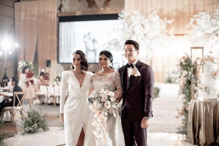 Tak hanya itu, Agnez Mopun pernah membagikan momen bahagia saat sahabatnya, Greysia Polli menikah dengan sang pujaan hati. (Foto:Instagram.com/agnezmo)