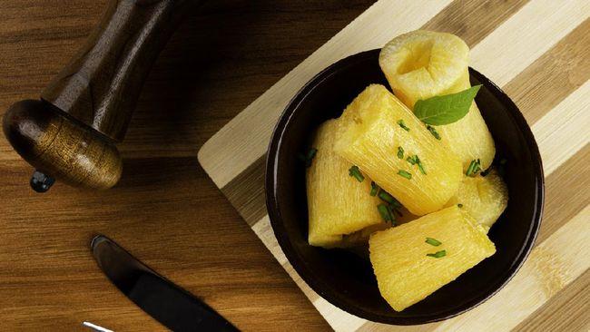 Singkong biasanya dikonsumsi saat diet lantaran lebih rendah kalori dibanding nasi putih. Berikut manfaat mengonsumsi singkong rebus untuk diet.