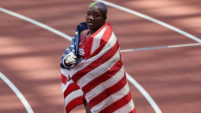 Atlet tolak peluru putri Amerika Serikat Raven Saunders kehilangan ibunya yang meninggal beberapa hari setelah meraih medali perak Olimpiade Tokyo.