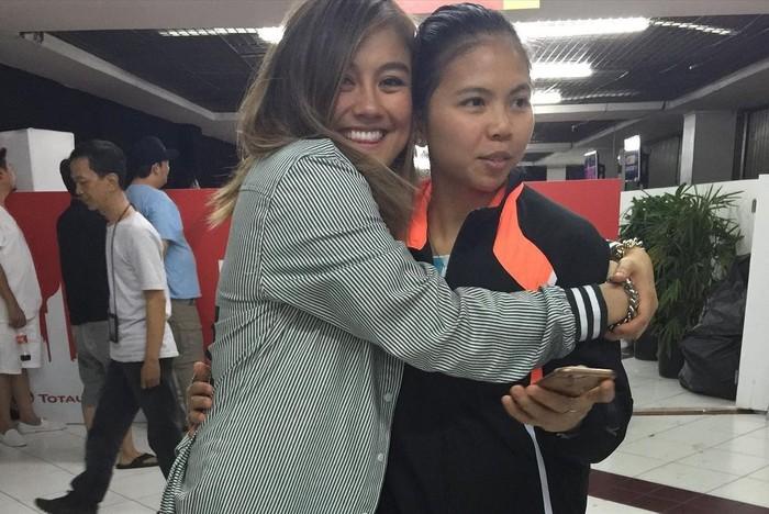 Tampak pada salah satu postingannya, Agnez Mo tersenyum sumringah dan memeluk sahabatnya Greysia Polli. (Foto:Instagram.com/agnezmo)