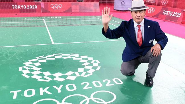 Wasit asal Indonesia, Wahyana, memimpin final badminton tunggal putri Olimpiade Tokyo 2020 antara Chen Yu Fei vs Tai Tzu Ying.