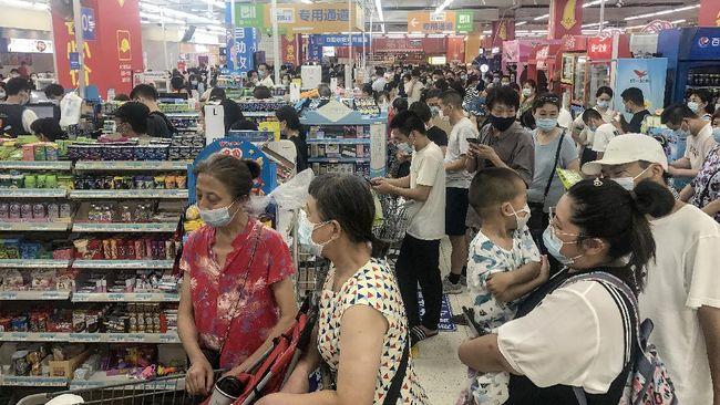 Pemerintah mewajibkan masyarakat yang masuk supermarket dan hypermarket menggunakan aplikasi PeduliLindungi, mulai hari ini, Selasa (14/9).