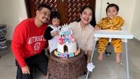 <p>Kahiyang Ayu dan Bobby Nasution tengah diselimuti kebahagiaan. Mereka merayakan ulang tahun anak-anak secara bersamaan. (Foto: Instagram @ayanggkahiyang)</p>