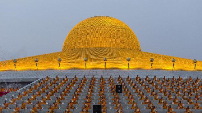 Dari kejauhan atau dari ketinggian, arsitektur kuil megah ini sekilas mirip dengan UFO.