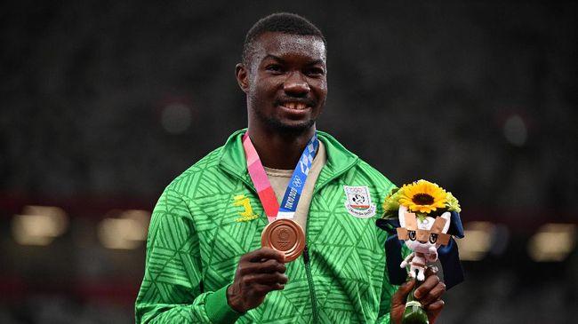 Atlet atletik di nomor lompat jangkit, Hugues Fabrice Zango, menorehkan sejarah membanggakan bagi Burkina Faso di Olimpiade Tokyo 2020.